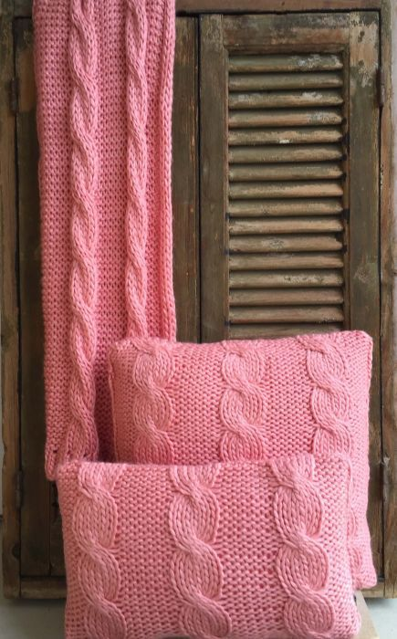 cushion knitted cables pattern coral pink 50x30cm