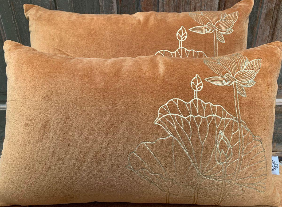 cushion velvet curry print lotusflower gold 50x30cm