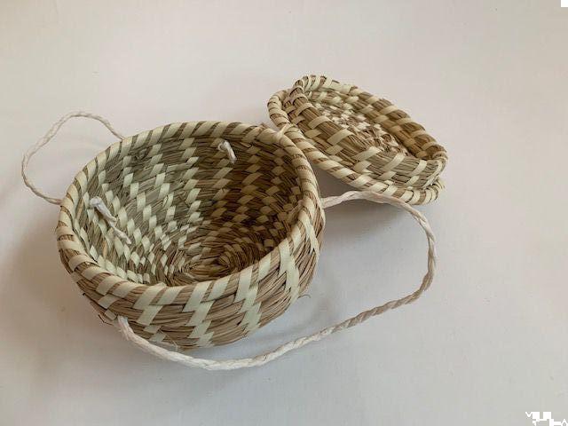 mandje met deksel handvaten natuurlijk gras met beige band